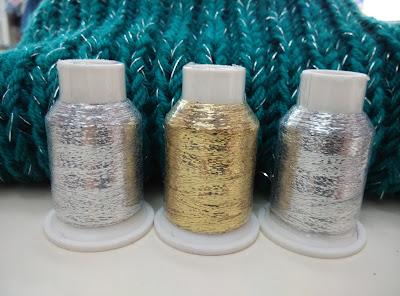 bobinas de glitter dorado o plateado para tejer punto