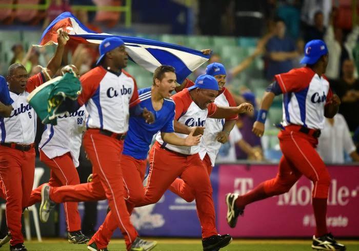 Cuba sorprende a Venezuela y se cuela en la final de la Serie del Caribe