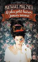 http://lulabouquine.blogspot.fr/2015/07/le-plus-petit-baiser-jamais-rencense.html