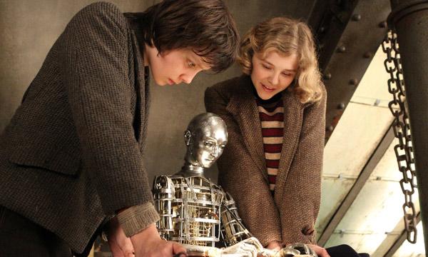 Fotograma de La invención de Hugo con Asa Butterfield y Chloë Grace Moretz