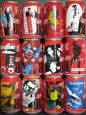 Uma curiosa colecção de latas de refrigerantes antigas