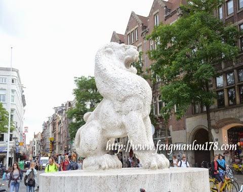 荷兰白狮塑像