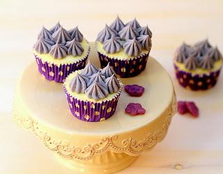 Cupcakes de xocolata blanca i violetes