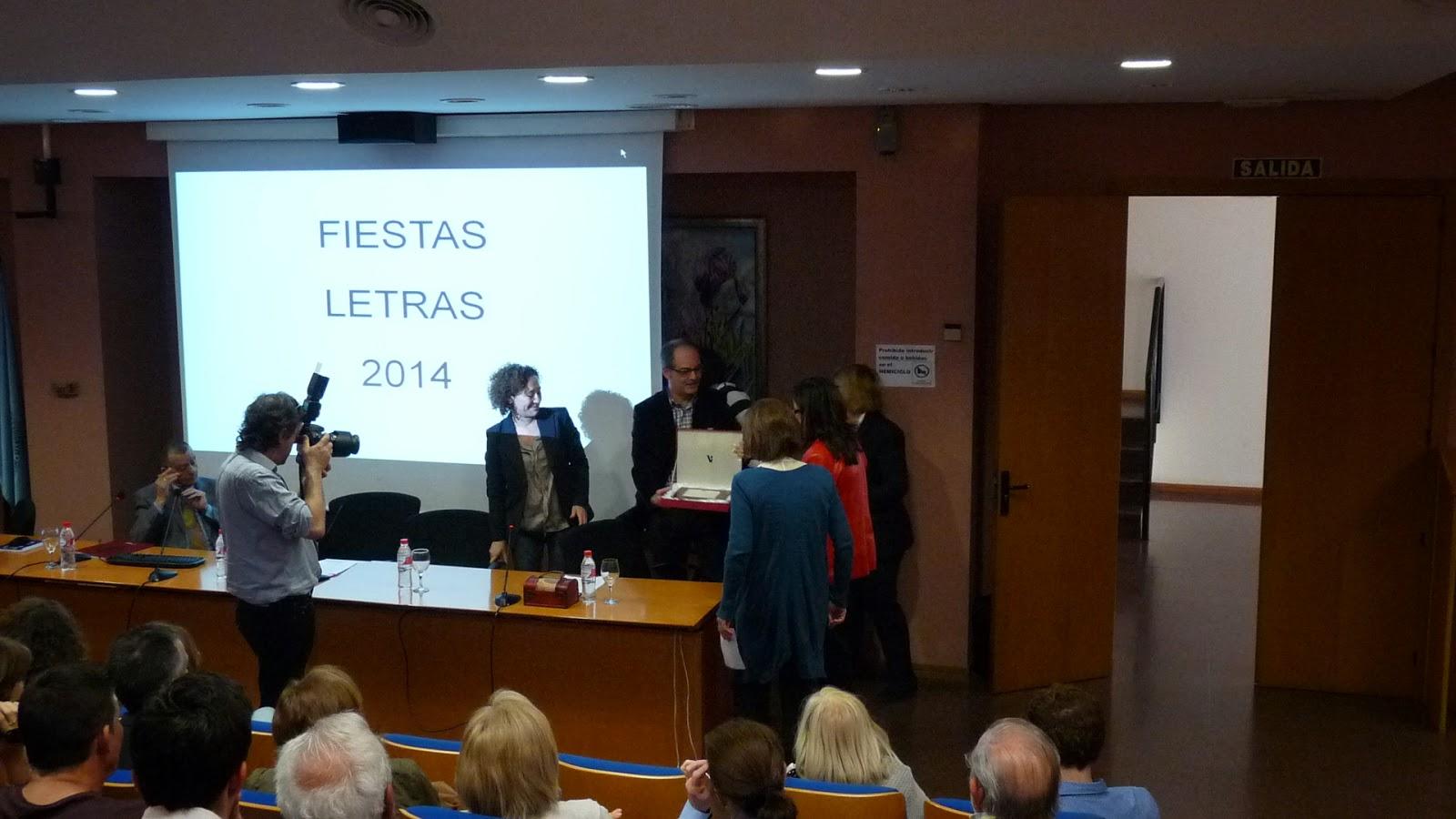 momento de la entrega del premio San Isidoro 2014 al personal de la Biblioteca Nebrija.