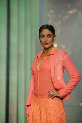 Kareena+Kapoor+Transparent+Dress+Show+Bra005