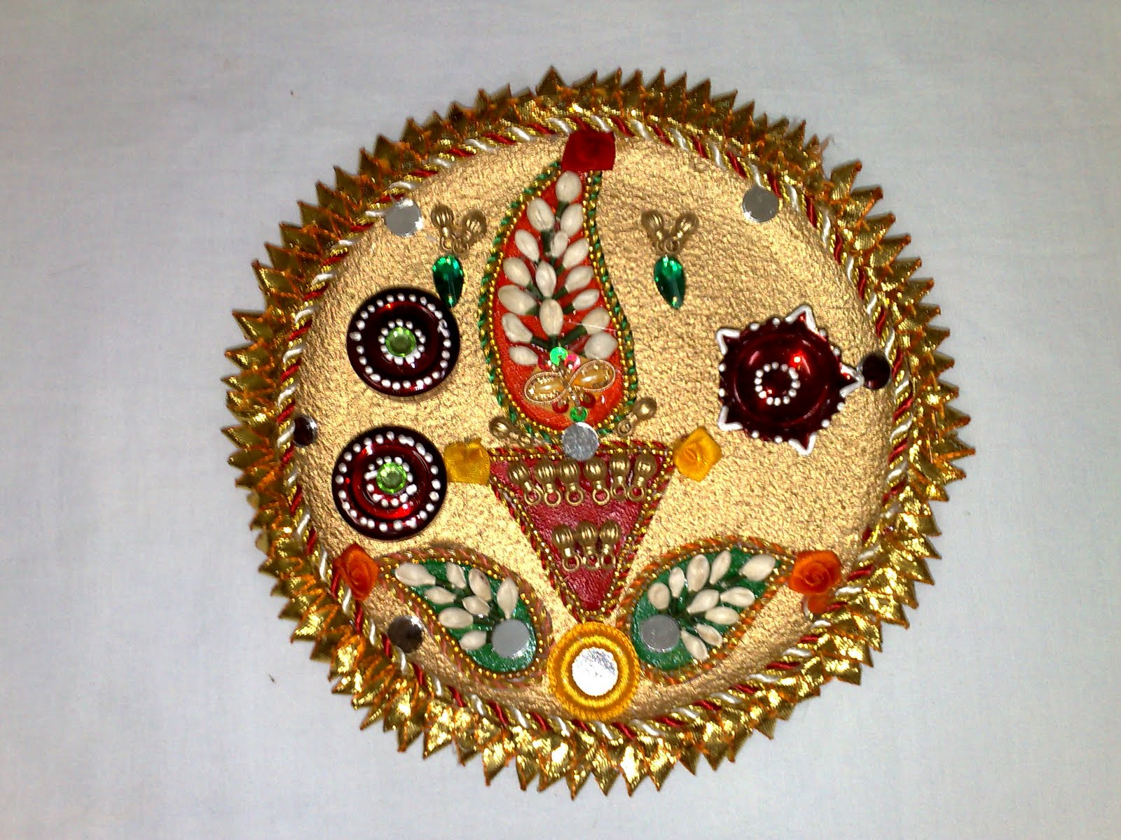 Thali aarti wedding decorative decorated for Aarti thali decoration pictures navratri