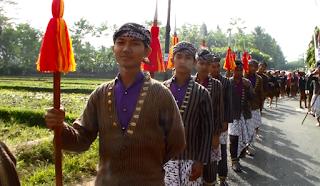 Siswa SMK Panca Bhakti pada Festival Serayu, Parak Iwak 2015 Kabupaten Banjarnegara