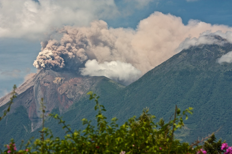 Big volcano uptick! Fuego volcano Guatemala sends ash plums 2,000 meters above the crater