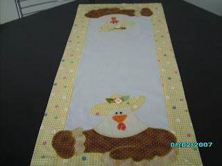 Caminho de Mesa com patch aplique; artesanato em tecido;