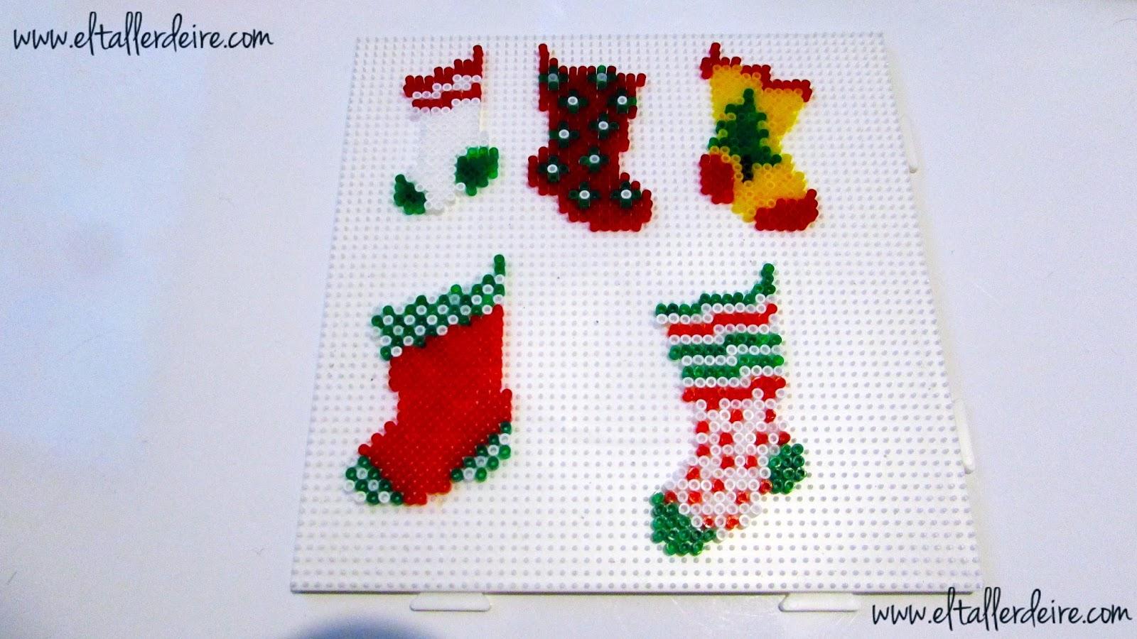 coloca los hama beads sobre la base de pinchitos siguiendo los patrones