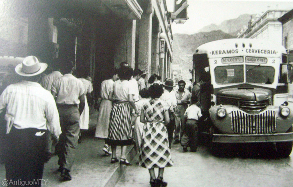 Autobuses de dina fotografias 5