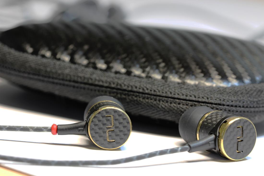 NuForce NE800M und Kopfhörertasche
