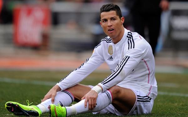 (GAMBAR) Aksi Tak Senonoh Cristiano Ronaldo Yang Memalukan!