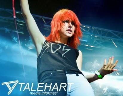 Vokalis Paramore 'Hayley Williams' Wanita Cantik Berambut Merah