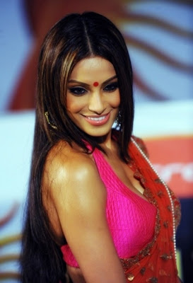 bipasha basu cute stills