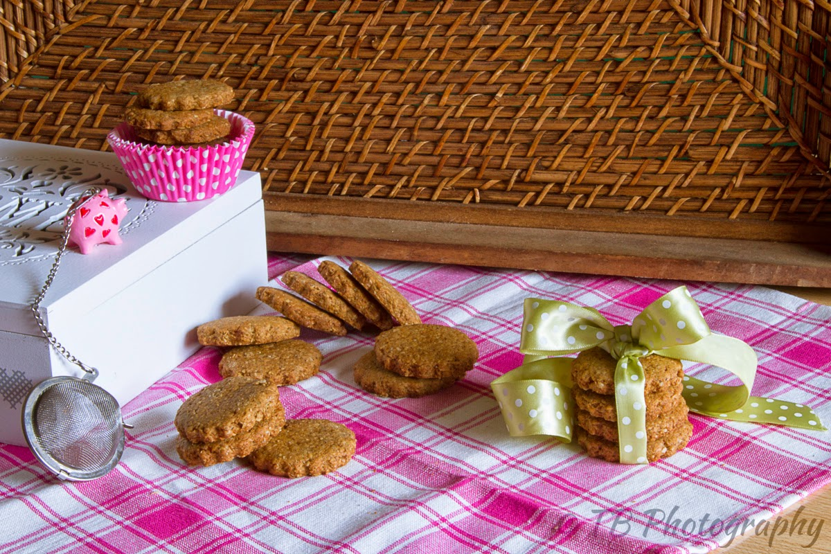 biscotti rustici al grano saraceno, crusca d'avena e zucchero mascobado