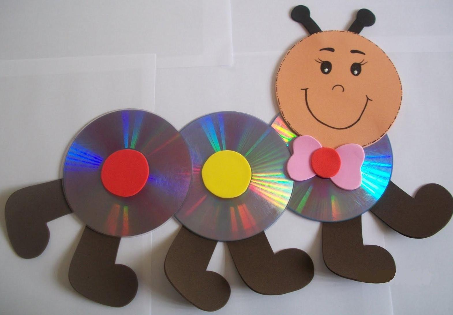BICHINHOS FEITOS COM CD E EVA