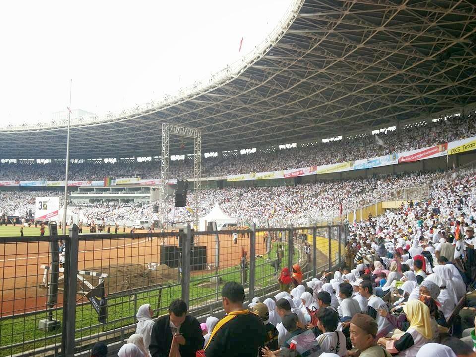 Massa PKS Putihkan Stadion Gelora Bung Karno