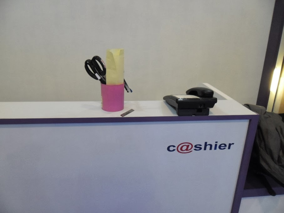 meja kasir Etalase - Commercial Display Toko Handphone 01