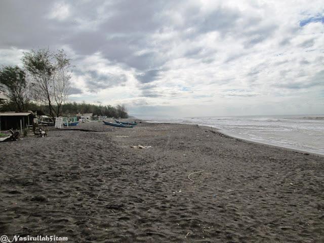 Hamparan pasir pantai Kuwaru