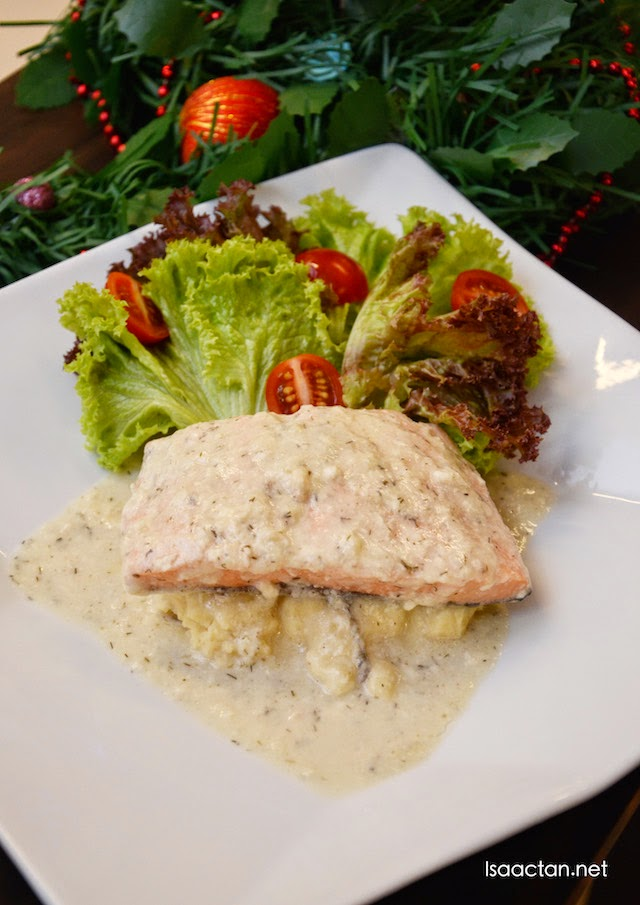Poached Salmon with Creamy Dill Sauce - RM34.90