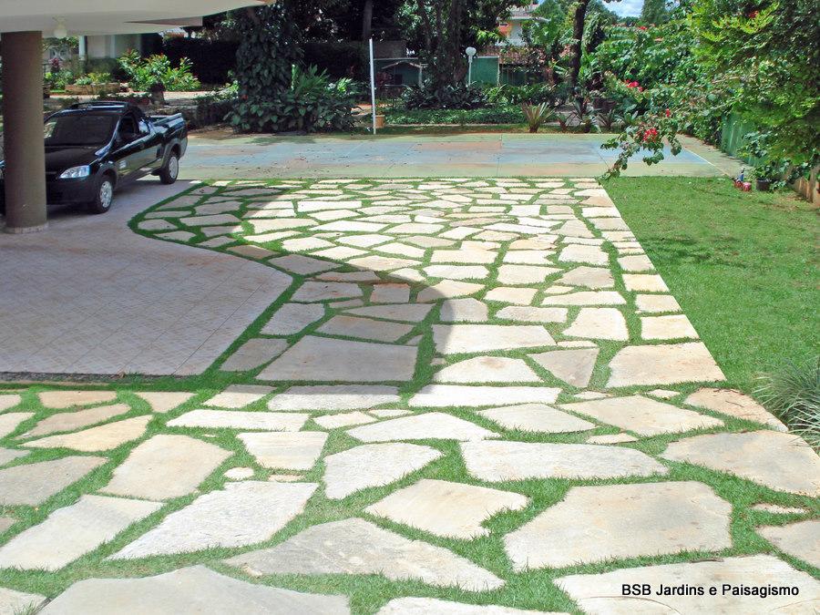 pedra cimento jardim : pedra cimento jardim:Para essa mudança foram colocados 5 ajudantes para quebrar e remover