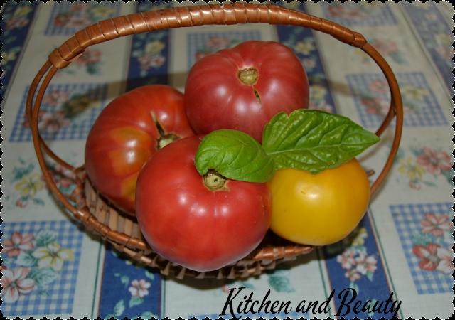 pomodori rossi e gialli ripieni di riso