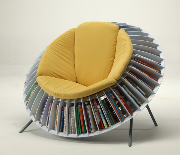 Sunflower Chair ringed by an integrated bookcase on Design and fashion recipes