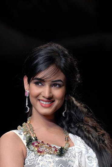 Images bollywood beauties at india international jewellery week iijw