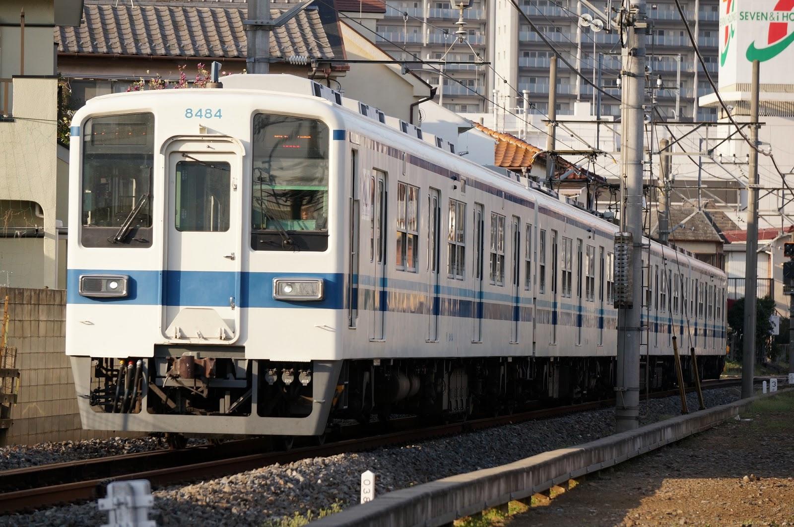 越生線を走る東武鉄道8000系ワンマン車