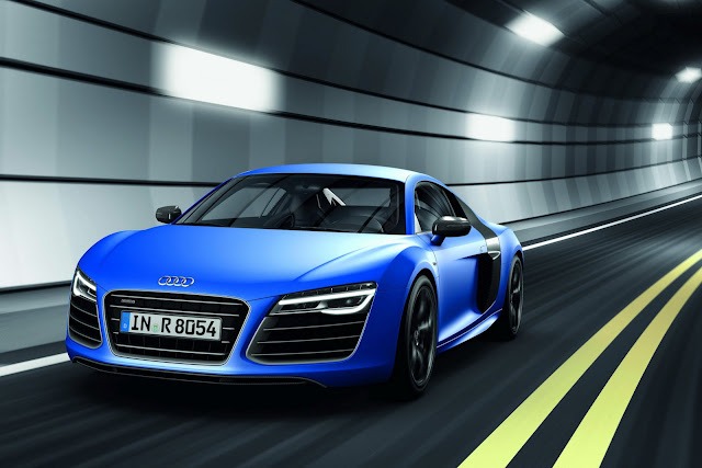 Front picture of sport Audi R8