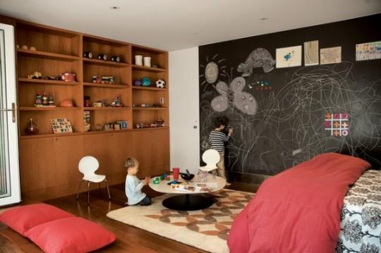 si el espacio lo permite se puede decorar una habitacin especfica como cuarto de juego para que los nios jueguen por ejemplo un garaje