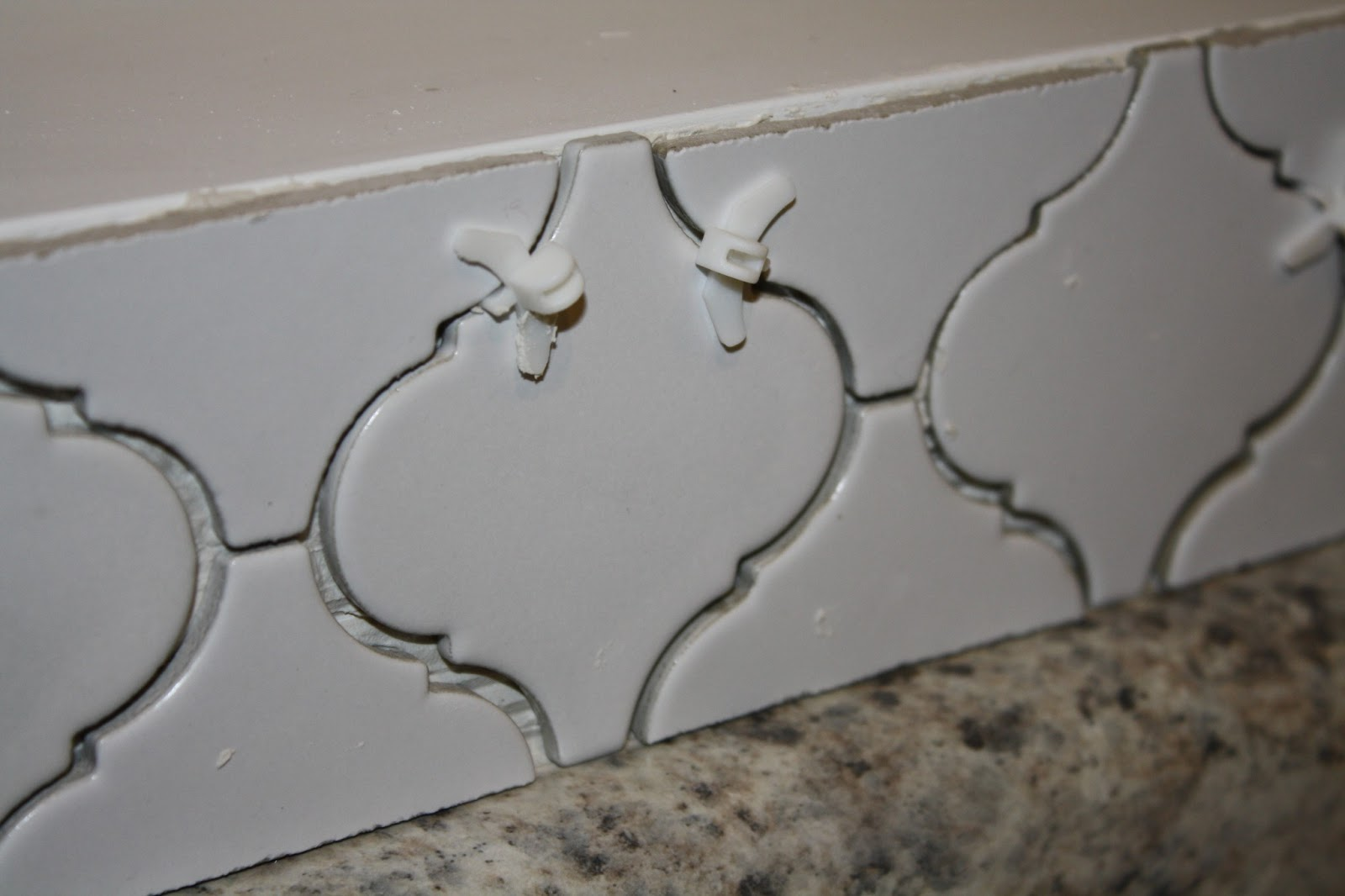 Nifty Thrifty Momma: Kitchen Back Splash Part 1: Laying the Tile