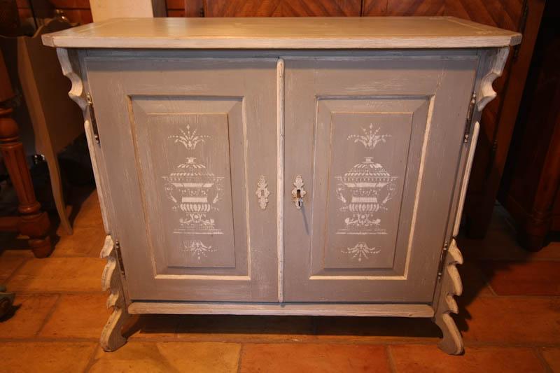 antiquit s brocante c te d 39 azur petite commode savoyarde vendu. Black Bedroom Furniture Sets. Home Design Ideas
