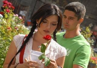 katakan cinta dengan ungkapan romantis