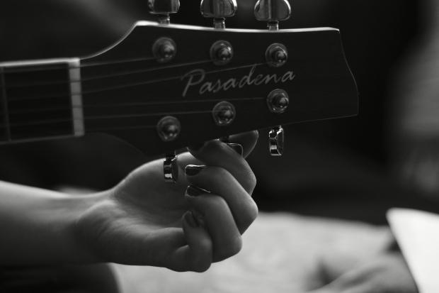 10 Lagu Ini Bisa Bantu Atasi Patah Hati Karena Putus Cinta