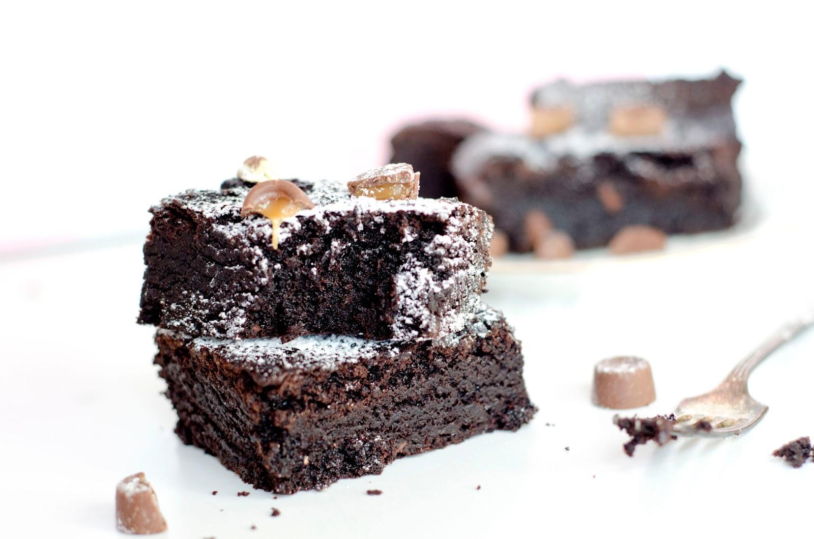 Chocolate Rolo Brownies | Bits of Sunshine