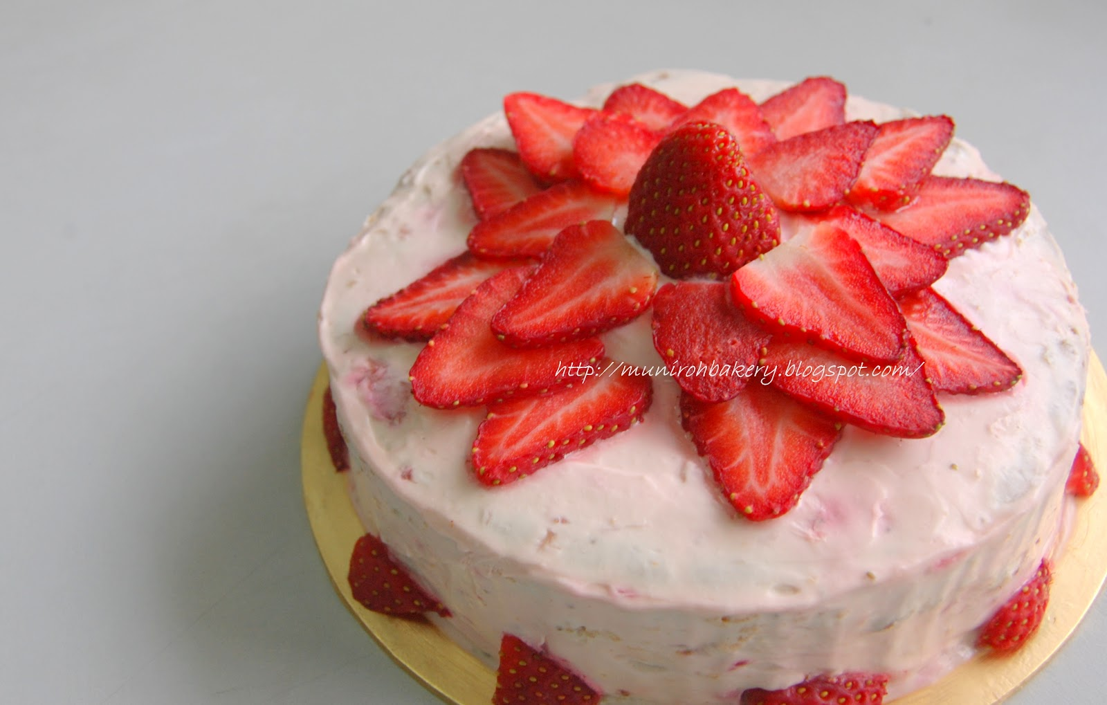 Strawberry cake with strawberry cream cheese frosting ...