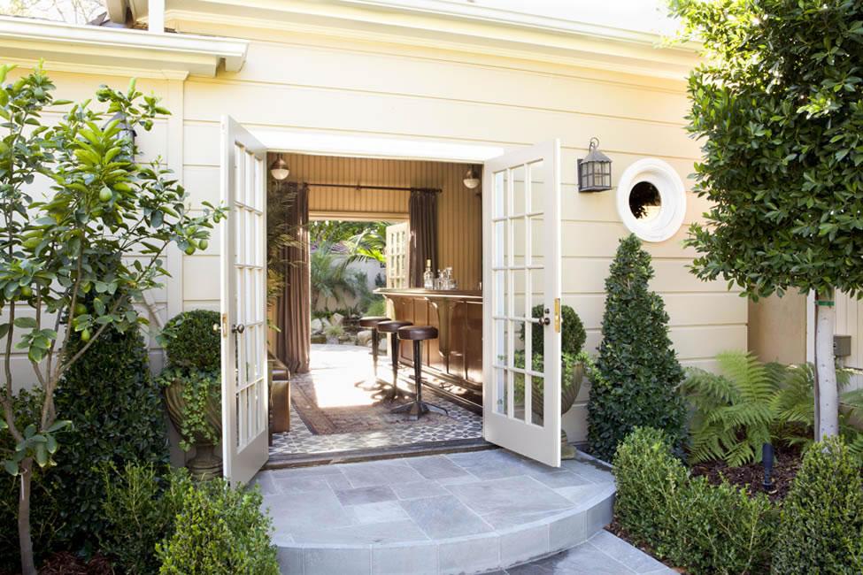 schuyler samperton interior design backyard bistro