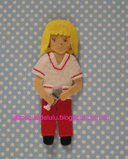 broche-fieltro-personalizado-muñeca