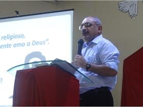 Ministrando a Palavra de Deus na IEC Família Viva em 27/10/2013