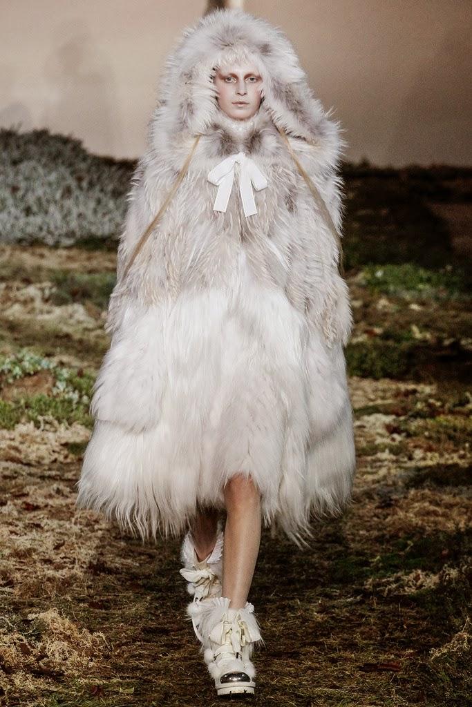 Alexander McQueen Paris Fashion Week Otoño Invierno 2014-2015 7