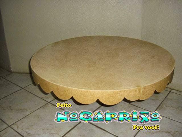 Tampo de mesa circular com babado