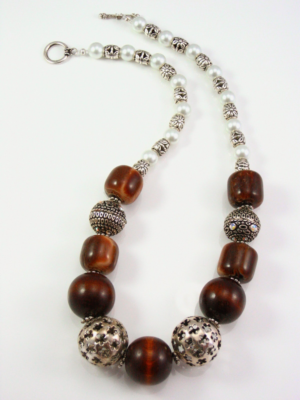 blog.oanasinga.com-oana-singa-necklace-design-wood-and-metal-bead-necklace