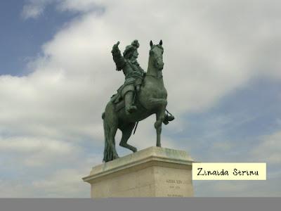 paris-versailles-statuia-regelui-ludovic-al-xiv-lea