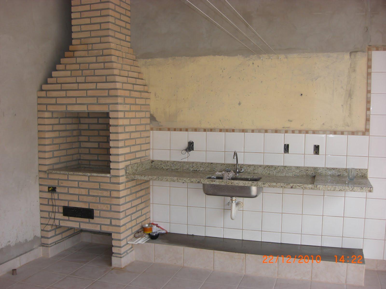 CHURRASQUEIRA COM A PIA E LOCAL PARA UM FUTURO GABINETE #AA5121 1600x1200 Bancada Banheiro Largura