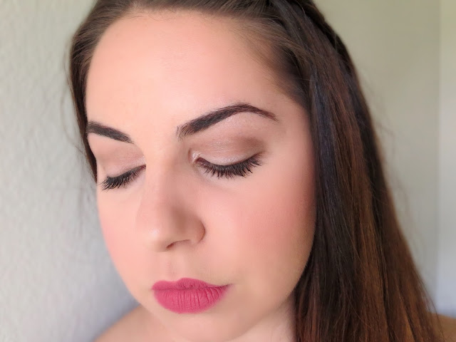 a picture of Day Time makeup look ; Urban Decay Naked Smoky Palette