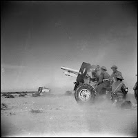 British 25pdr in action in the Western Desert
