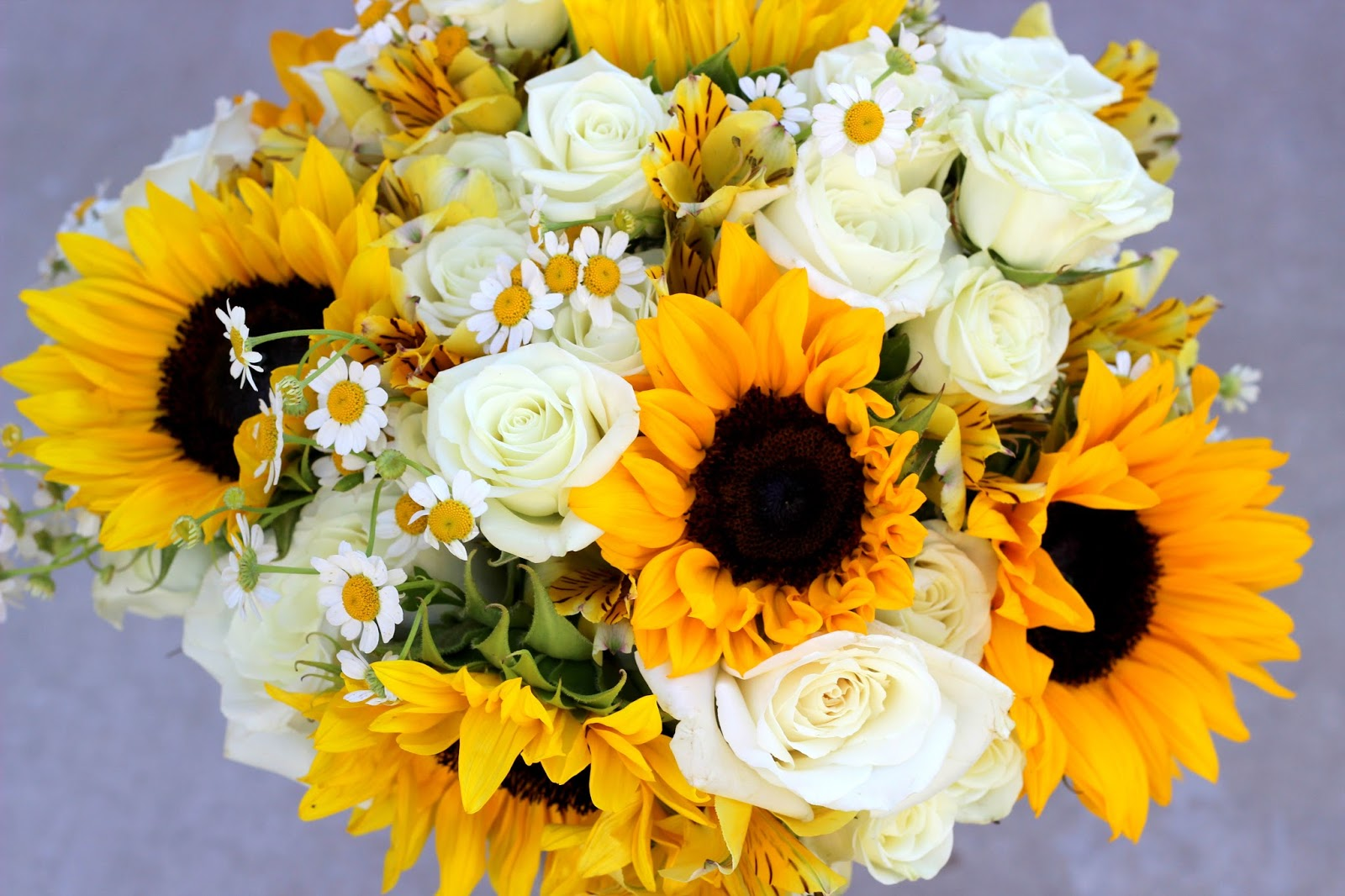 Sunflower And Pink Rose Bouquet Celebration Fla...