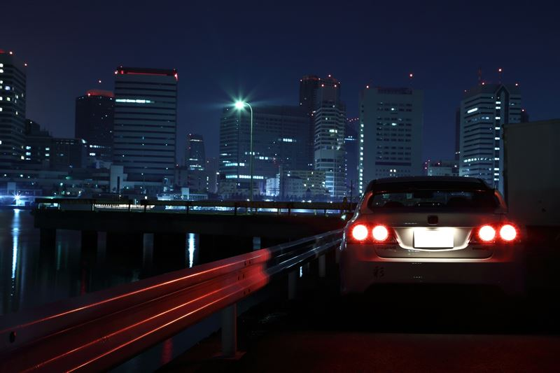 Honda Civic Type R FD2, VTEC is kicked in yo, szybki samochód z napędem na przód, FWD, ciekawy, japoński sedan, usportowiony, wysokoobrotowy silnik, zdjęcia w nocy, tylne lampy, tuning, fotki
